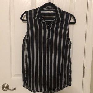 ⭐️H&M polyester sleeveless blouse size 8